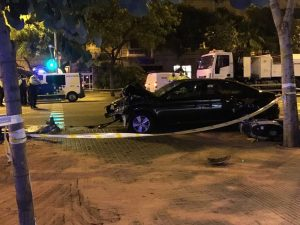 El cotxe de l'empresa Cabify que ha atropellat mortalment una dona de 34 anys a la cruïlla entre Aragó i Casanovas, el 16 de juny del 2018