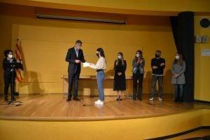 Els 16 alumnes que han obtingut notes d'excel•lència a les PAU del curs passat, reben un homenatge