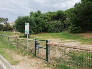 A Llavaneres, l'espai d'esbarjo per a gossos, tancat en compliment d'una ordre judicial