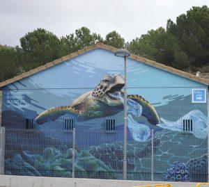 Sis entitats sense ànim de lucre plasmen els seus missatges a través de diversos murals als carrers de Tiana