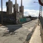 Acord per enderrocar el mur del carrer d'Eduard Maristany a l'alçada de les Tres Xemeneies