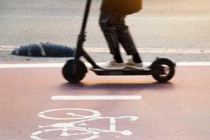 Els patinets elèctrics no poden circular per la vorera ni les zones de vianants d'Argentona