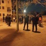 La Guàrdia Urbana de Badalona denuncia 18 persones a la plaça Ciutat Romana per beure al carrer