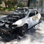La Guàrdia Urbana de Badalona deté in fraganti una persona que estava provocant un incendi en un cotxe i dos contenidors al barri de Sant Roc