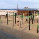 Mataró completa el parc de cal•listènia de la platja del Varador