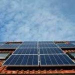 L'Ajuntament instal•la durant aquest estiu una planta fotovoltaica a la coberta de l'escola Lola Anglada de Badalona